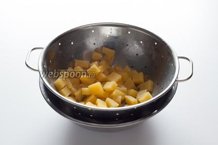 Ну, повар и решил сделать вид, что варил суп абсолютно нормально, начиная с прижарки. Выловил из бульона репу...