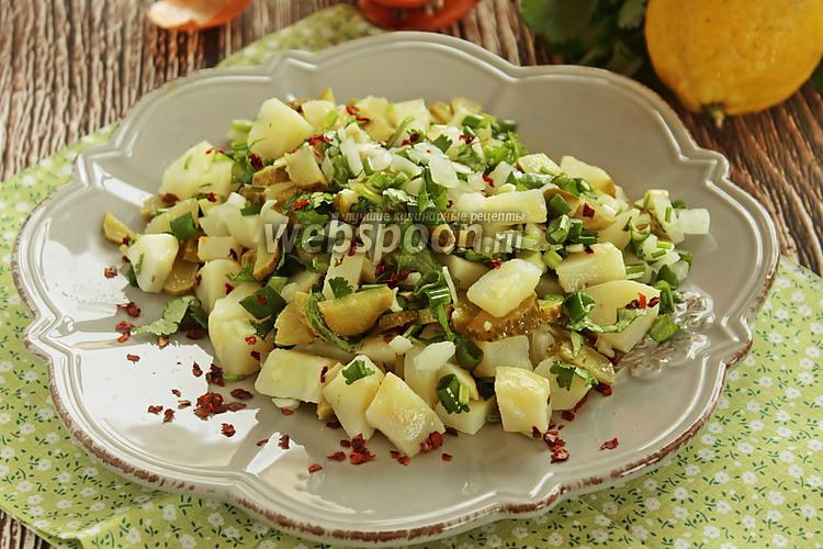 Рецепт Салат с картофелем, маринованными огурцами и зеленью