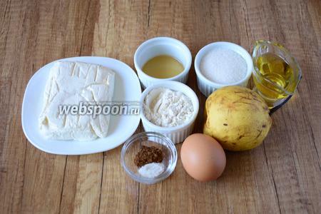 Для приготовления нам понадобится: куриное яйцо, сахар, мед, творог, мука пшеничная, груша, ванилин, корица, масло подсолнечное рафинированное.