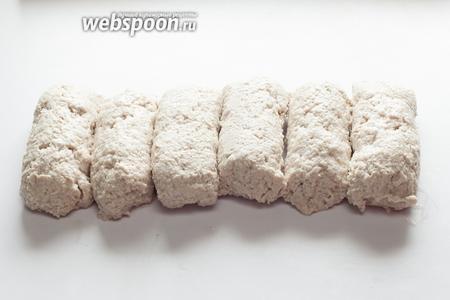 Вот так выглядят готовые (с точки зрения мясника) баварские «войлочные» колбаски, потому что они похожи на комки свалянной шерсти. Именно на этой стадии готовности их пускают в продажу. Кстати, употреблять их полагается очень быстро, хранить — максимум 1 сутки, да и то в холодильнике. В морозильнике — категорически нельзя, структура рушится.