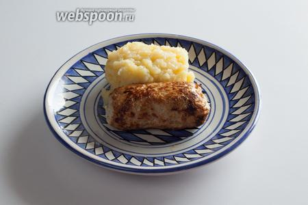 Если к баварским войлочным колбаскам сервируется гарнир, то это, как правило, будет картофельный салат.