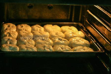 Пирожки будут выпекаться 45-50 минут.