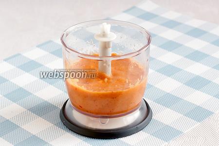 Всё взбить до получения гладкого, однородного соуса, похожего на яркий майонез.