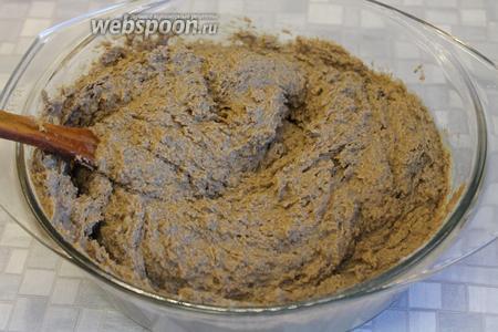 Паштет готов, остаётся выложить в формочки и остудить. Часть порций можно заморозить и доставать по мере необходимости. Подавать как закуску с крутыми яйцами, на банкетном столе — в небольших тарталетках с зеленью или в виде тостов.