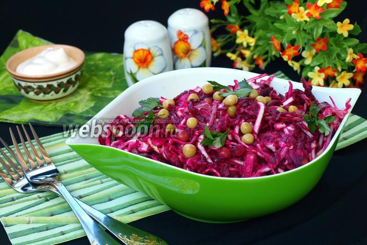Рецепт Салат с говядиной, свёклой, капустой и зелёным горошком