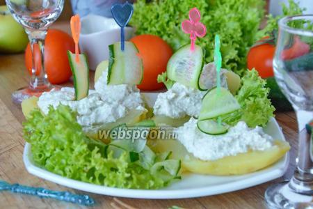 Картофельные лодочки с крабовыми палочками и творогом