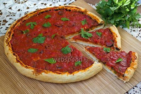Пицца без сыра с маслинами и чесноком