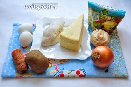 Подготовим продукты для салата: отварим картофель, морковь, яйца и куриное филе до готовности.