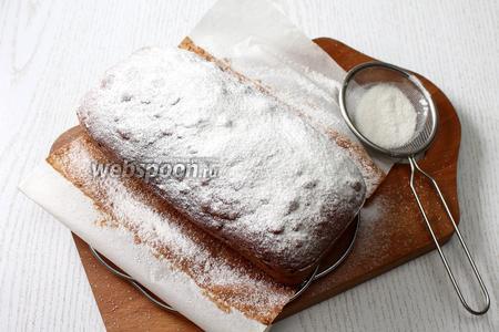 Дать кексу остыть и посыпать сахарной пудрой. Наш банановый постный кекс готов. Приятного аппетита!