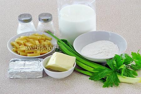 Для приготовления супа нужно взять молоко, макаронные изделия, сырок плавленый (типа «Дружба»),  сливочное масло, муку высшего сорта, зелёный лук, зелень петрушки, чёрный молотый перец и соль. Я приготовила суп из половины ингредиентов.