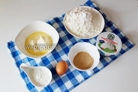 Приготовим ингредиенты для приготовления корзиночек. Рикотту можно заменить на обычный творог, масло должно быть очень мягким, сахар коричневый можно заменить на белый.