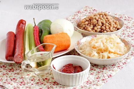 Для приготовления фасолевого супа с колбасками и кислой капустой возьмём все продукты по списку.