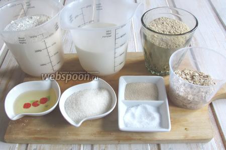 Для приготовления нам понадобится мука пшеничная, овсяное толокно, молоко, растительное масло, соль, сахар, дрожжи, овсяные хлопья.