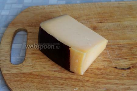 Взять твёрдый сыр (у меня алтайский).