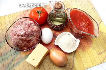 Для приготовления нам понадобятся следующие ингредиенты: свиной фарш, лук репчатый, сыр, яйцо куриное, приправа к мясу (у меня были итальянские травы), панировочные сухари, чеснок, сыр твёрдый, соль, помидоры в собственном соку или домашний кетчуп со свежими помидорами, масло растительное.