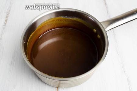 В первую очередь нужно приготовить  карамельный соус  с добавлением к сахару сока лимона, соли, сливок (готовить в пропорциях, которые указаны в моём рецепте).