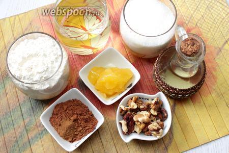 Для приготовления постной коврижки в мультиварке возьмите сахар, муку, мёд, воду, масло растительное, какао, корицу, грецкие орехи и соду пищевую.