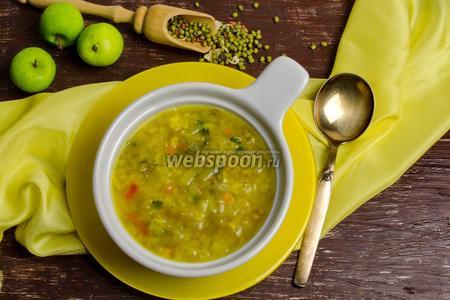 Пикантный суп из маша с яблоком