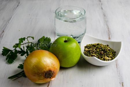 Чтобы приготовить постный суп, нужно взять сухую смесь (в смесь входит: маш, паприка, морковь, лук, корень сельдерея), лук, сок лимона, яблоко, воду, кинзу.