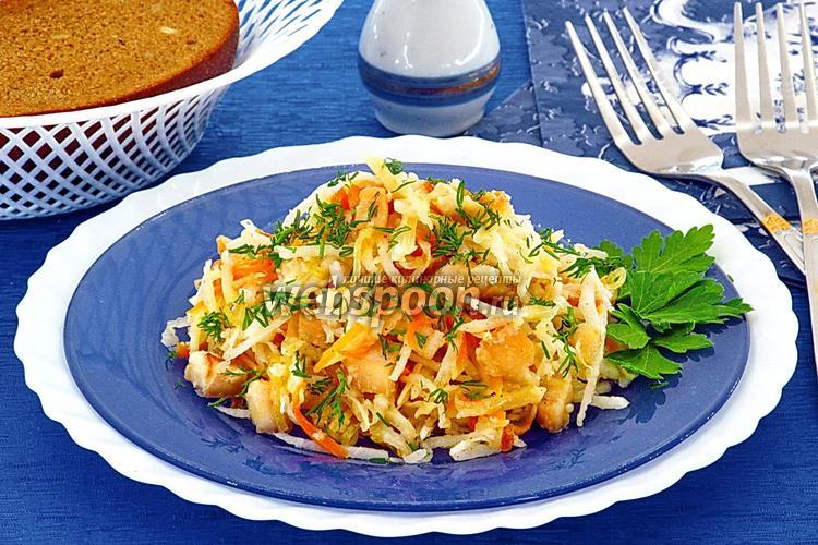 Фото Салат из дайкона, курицы, овощей и сыра