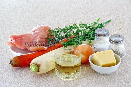 Для приготовления салата нужно взять куриное филе, дайкон, твёрдый сыр, морковь, репчатый лук, чёрный молотый перец и соль.