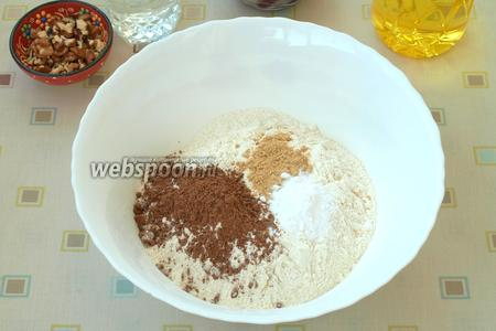 В миске смешать муку, какао, соду, и имбирь.