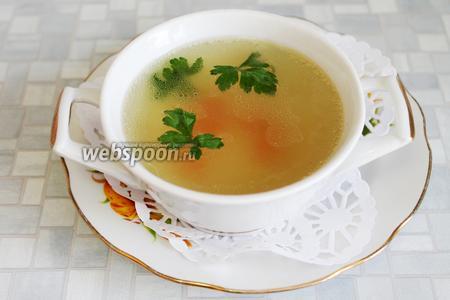 Сервировать порционно с мелкими пирожками, сырными гренками или чесночными сухариками, украсив листочками петрушки.