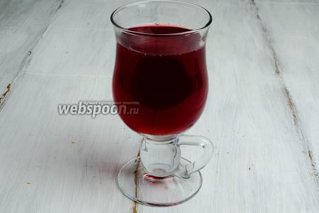 Горячий напиток разлить в жаропрочные бокалы и подать к столу.