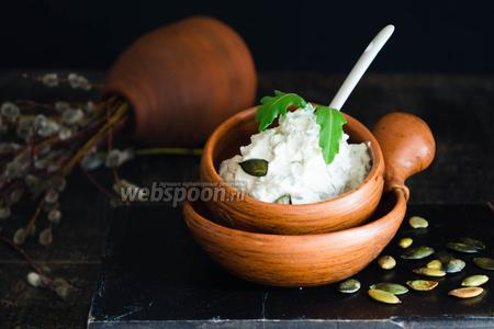 Пате-намазка из сливочного сыра с тыквенными семечками