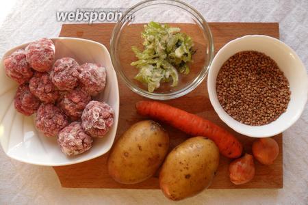 Для приготовления супа нам понадобится говяжий фарш, гречневая крупа, картофель, лук, морковь, сладкий перец, укроп, лавровый лист, оливковое масло, соль, перец.