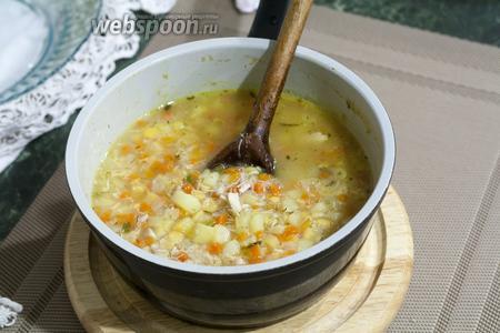 У нас вышло 2 порции детского супа. 1 — подадим ребёнку, когда будет подходящая температура блюда. А вторую — зальём в стерилизованную банку и разместим в нулёвке холодильника или морозильнике, чтобы разогреть в другой раз этот суп в детском стерилизаторе. Новых приятных впечатлений вашему малышу! Пусть ему полюбится такой супчик!