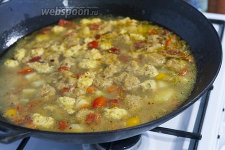 Через 10-15 минут наш суп с фрикадельками и клёцками готов. Приятных гастрономических впечатлений!