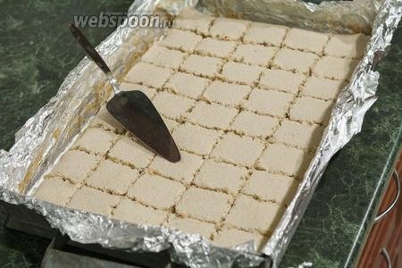 Разделяем лопаткой или ножом нашу пастилу на 45 порционных квадратов.