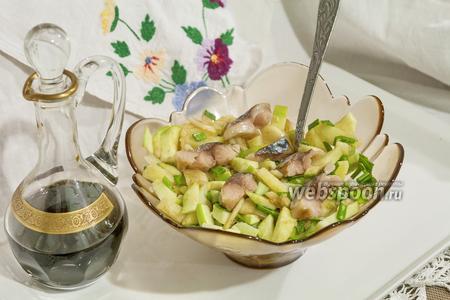 Салат с провесной скумбрией, картофелем и зелёным яблоком