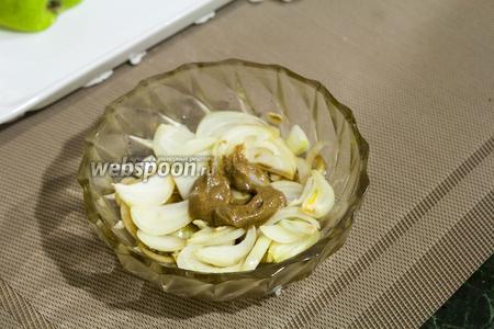 Можно приготовить салатную заправку, но мы сразу добавим  домашнюю горчицу на рассоле .