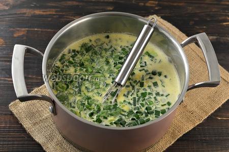 Добавить промытую и нарезанную мелкими кусочками зелень.