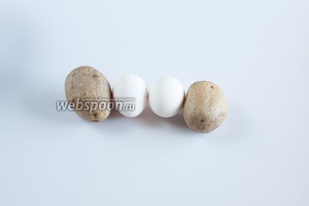 Картошку и яйца для окрошки лучше сварить заранее, чтобы к началу приготовления салата они уже успели остыть. Это — во времени подготовки блюда.