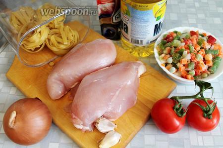Для лагмана взять куриное мясо, лук, овощную смесь, помидоры, кетчуп, масло, зелень.