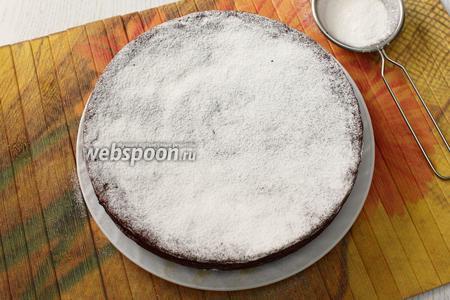 Остывший кекс посыпаем сахарной пудрой. Приятного чаепития!