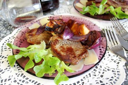 Отбивные из говядины с грушей