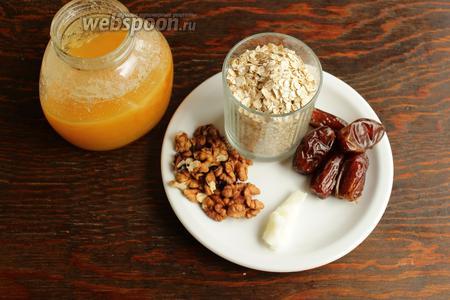 Потребуется: молоко соевое (любое растительное), овсяные хлопья (желательно долгой варки), финики, орехи, мёд по вкусу, соль.