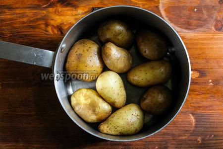 Картофель отварите в подсоленной воде до полной готовности.