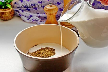 В ковш всыпать прованские травы, соль, перец и порошок карри, влить сливки и довести до кипения (не кипятить!!!).