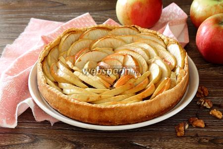 Тарт с яблоками и орехами
