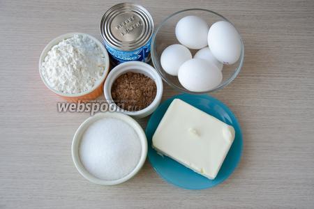 Для рулета нам понадобятся мука, яйца, сахар, какао, сгущённое молоко и сливочное масло.