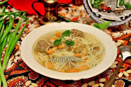 «Хамраши» (суп с фасолью и лапшой)