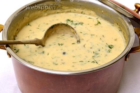Суп снять с огня и дать ему 5 минут постоять «потомиться». Ароматная южночешская грибная кулайда готова! Разливаем её по порционным тарелкам, так, чтобы в каждой было яйцо. И здесь нужно сказать, что это — самая сложная операция в процессе приготовления этого супа, ибо выловить в непрозрачном густом супе яйцо всмятку не очень легко. :) Посыпаем укропчиком... Приятного аппетита!