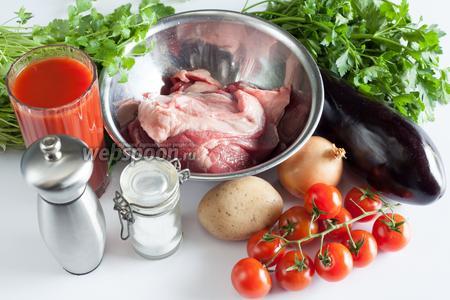 Основными компонентами для чанахи можно считать баранину (с жирком), картошку, баклажаны, лук и помидоры. Все эти ингредиенты берутся в равном количестве. Базовые приправы — петрушка и кинза (свежие), возможен базилик. Ну, и соль, и молотый чёрный перец. Добавление стакана томатного сока сместит готовое блюдо в направлении супа, без сока получится что-то ближе ко второму.