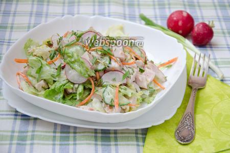 Салат с копчёной курицей и огурцом