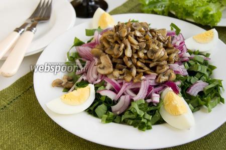 Салат с черемшой и яйцом
